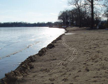 ice-fisher-tracks-1b