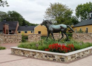 Stables and a magnificent horse sculpture immediately draw the eye from the viewpoint of the parking lot.